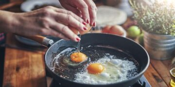 Cleaning hack: Simple trick will revive your non-stick frying pan- 'Amazing'