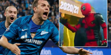 Marvel-lous: Zenit's Dzyuba fulfils a dream by donning Deadpool costume on his way to lift Russian Premier League trophy (VIDEO)